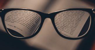 Книга с очила