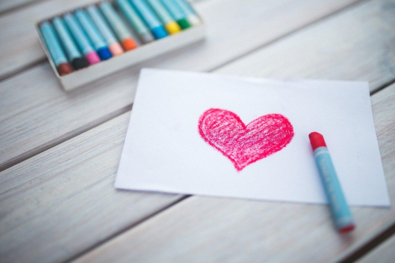 Нарисувано сърце на тетрадка